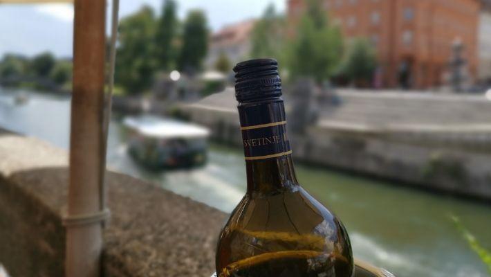 Dricka vin i Ljubljana