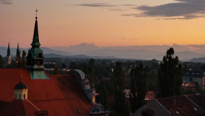 Se på solnedgången över Ljubljana