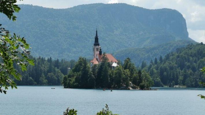 kyrkan i bled slovenien