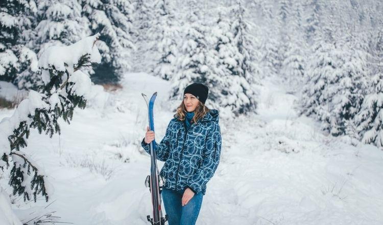 åka skidor i jeans