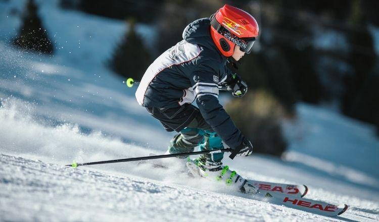 åka skidor i vanlig jacka