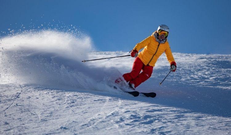 kan man åka skidor i vanlig jacka