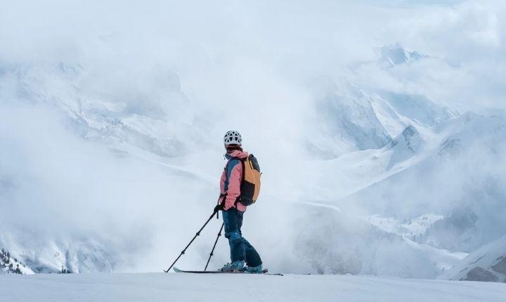 varför ska man ha ryggskydd när man åker skidor
